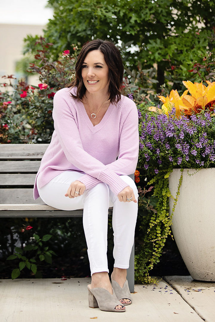 Pastel Outfit for Fall: Jo-Lynne Shane wearing J.Crew v-neck sweater in supersoft yarn with Paige Verdugo white skinny jeans and BP. Tonya Open Toe mules.