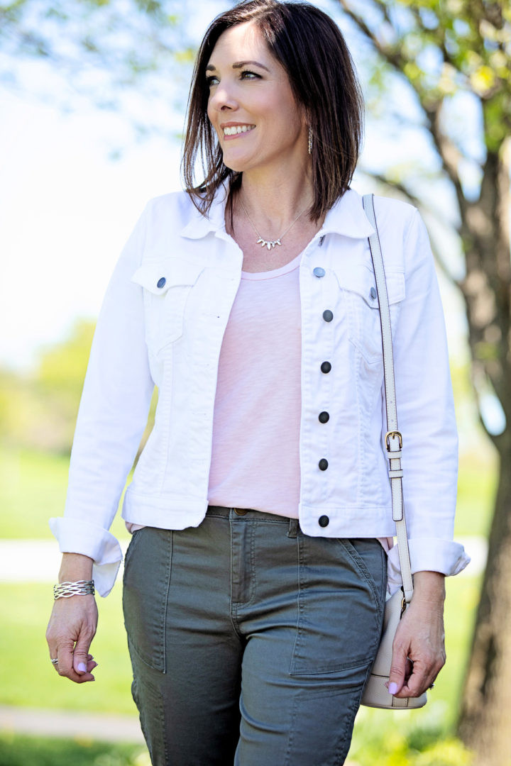 Jo-Lynne Shane wearing Wit & Wisdom Flex-ellent High Waist Cargo Pants with a pink t-shirt, KUT from the Kloth Helena Denim Jacket #fashion #cargopants #springfashion #fashionover40