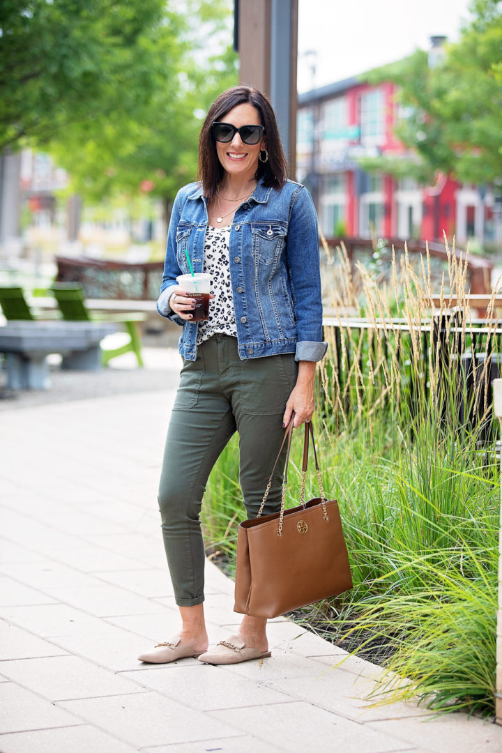 casual fall outfit ideas with utility pants