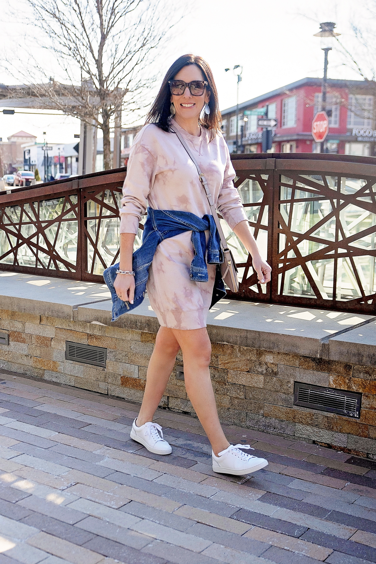casual sweatshirt dress outfit for spring
