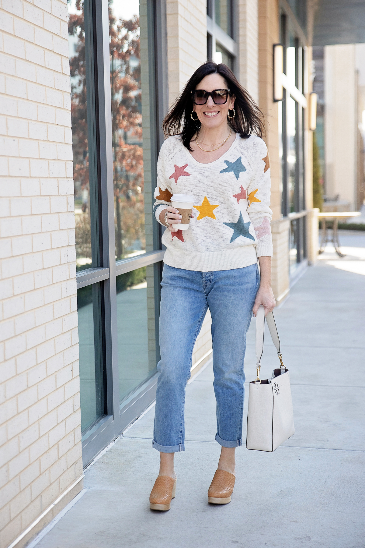 How to Wear Spring Boyfriend Jeans Outfit with Clogs