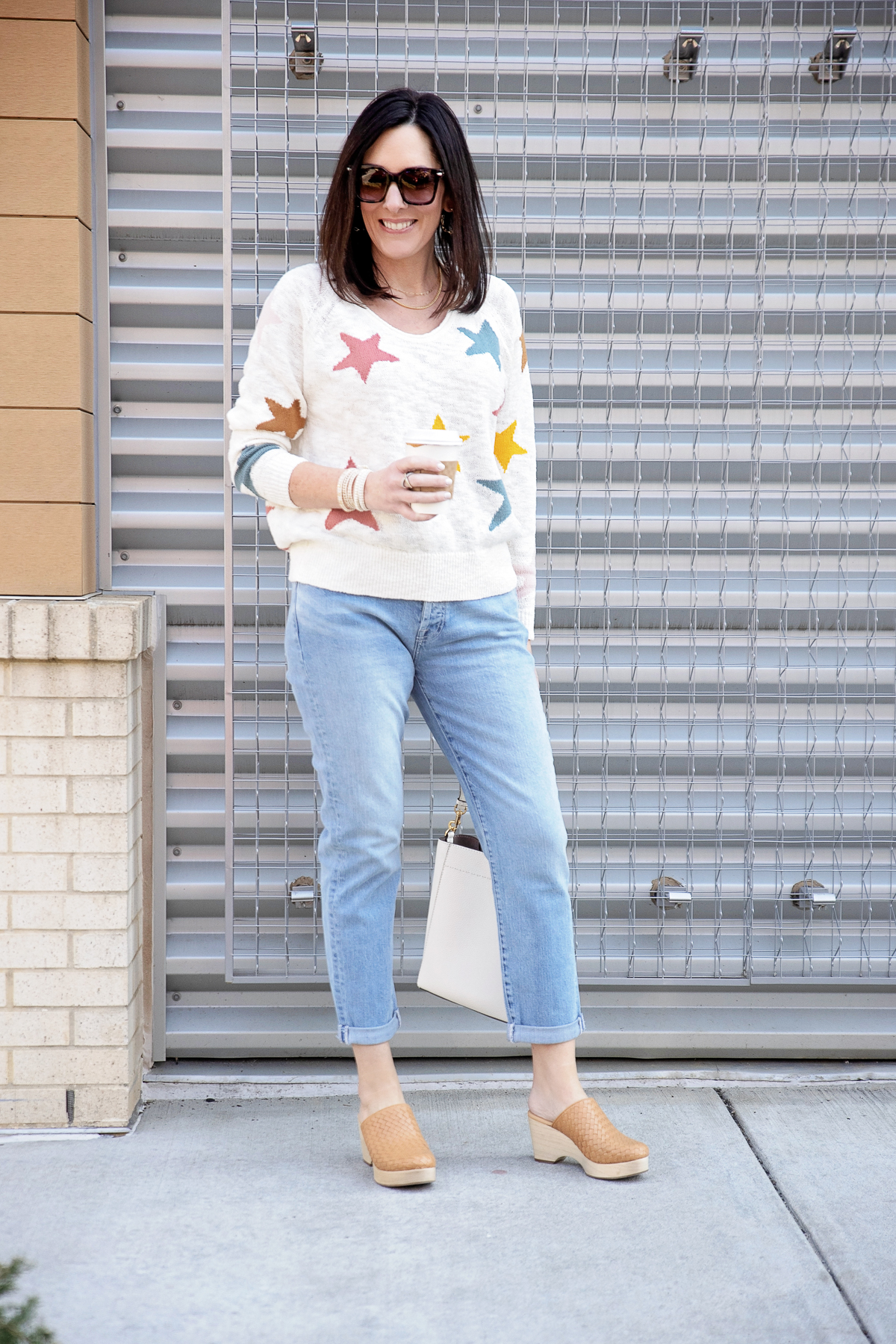 How to Style Spring Boyfriend Jeans with Clogs