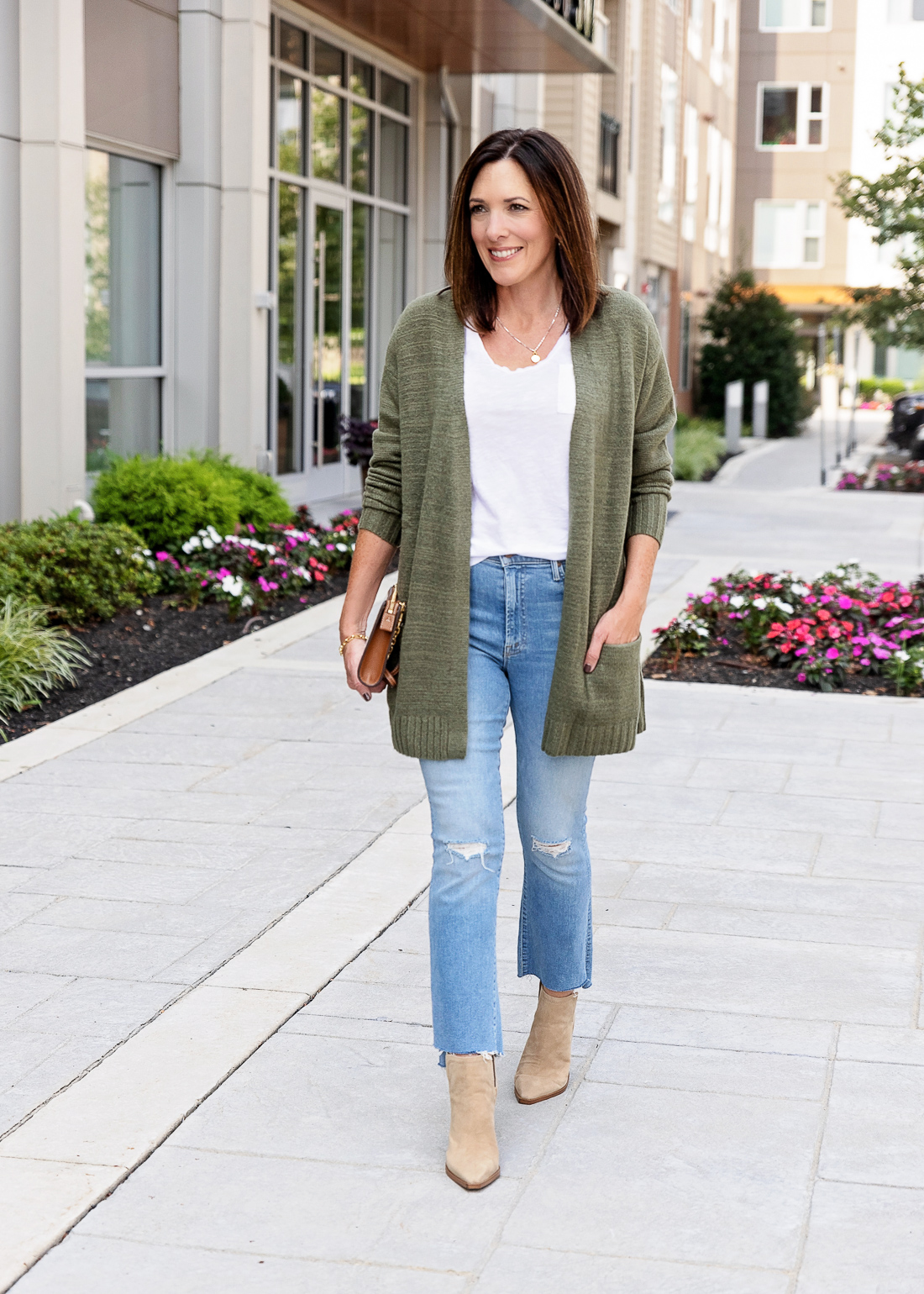 What to Wear with Light Wash Jeans: Bold Colors
