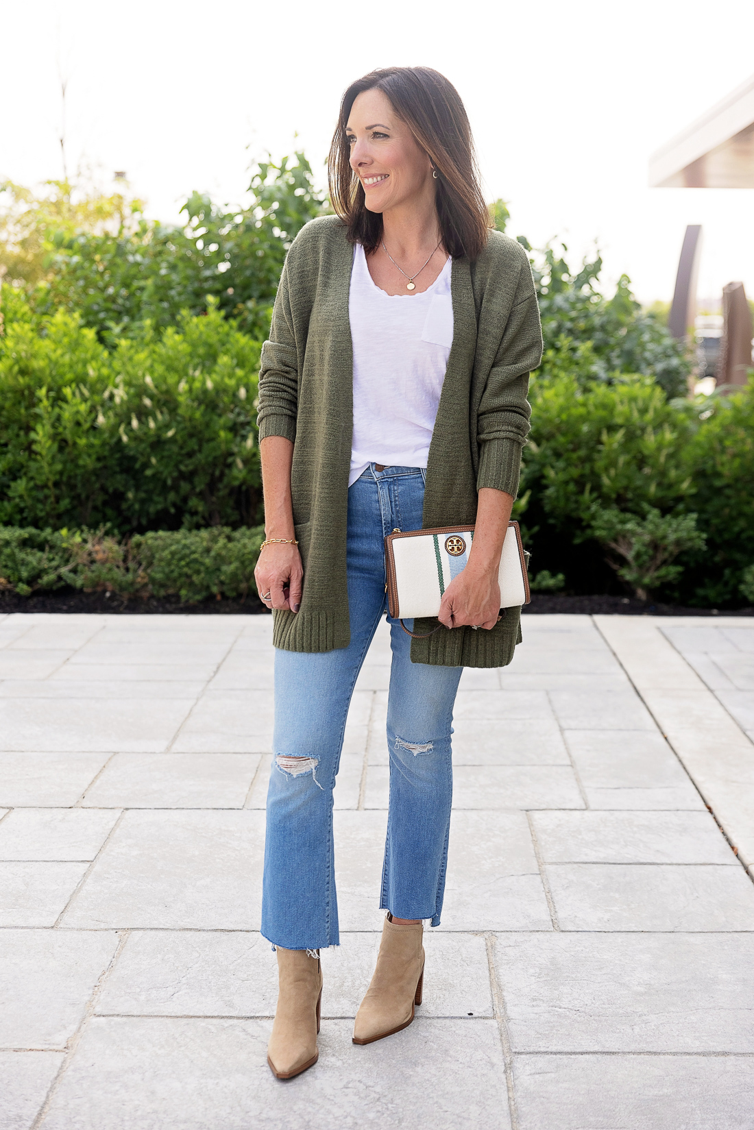 What to Wear with Light Wash Jeans: Contrasting Colors